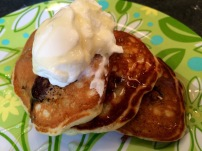 Blackberry pancakes with yogurt and honey